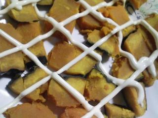 本日の朝ご飯のおかずの写真 神奈川の三浦産真アジの塩焼き、煮干し出汁の味噌汁など
