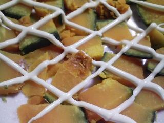 本日の朝ご飯のおかずの写真 神奈川の三崎産イサキの塩焼き、煮干し出汁の味噌汁など