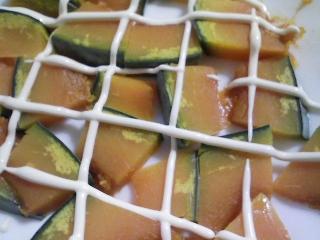 本日の朝ご飯のおかずの写真 神奈川の三崎産イサキの煮付け、煮干し出汁の味噌汁など