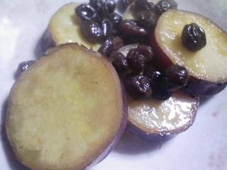 本日の朝ご飯のおかずの写真 ピリ辛サンマ(ニッスイの缶詰)、煮干し出汁の味噌汁など
