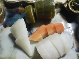 本日の晩ご飯のおかずの写真 宮城産生サケのソテー、ポテトサラダなど