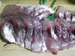 本日の晩ご飯のおかずの写真 神奈川の横須賀産巨大真アジの刺身、アジ出汁の味噌汁など