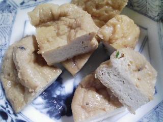 本日の朝ご飯のおかずの写真 三重産ウルメイワシの塩焼き、煮干し出汁の味噌汁など