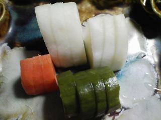 本日の晩ご飯のおかずの写真 青森産真サバの塩焼き、ロールキャベツチーズのせ