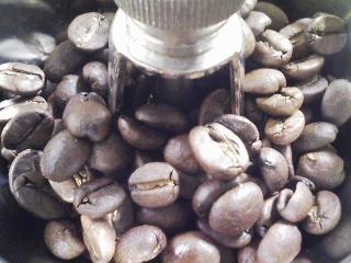 サイフォンでコーヒーをいれる 豆はカルディのブラジル 水は陣馬の滝の水
