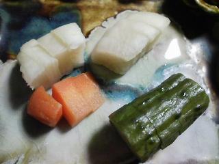 本日の晩ご飯のおかずの写真 宮城産ムール貝を使ったトマトのパエリア、北海道産ブリのカマの塩焼きなど