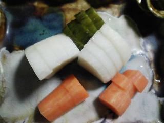 本日の晩ご飯のおかずの写真 宮城産真サバの塩焼き、鶏肉と野菜の鍋など
