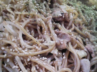本日のお昼ご飯の写真 山形山口製麺さんの焼きそばなど