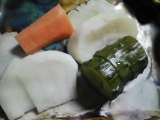 本日の晩ご飯のおかずの写真 宮城産真サバの塩焼き、サラダなど