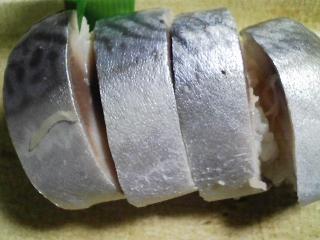 本日の晩ご飯のおかずの写真 八戸の真サバのしめ鯖を使った寿司、八宝菜的野菜スープなど