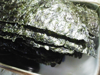 本日の朝ご飯のおかずの写真 北海道産ニシンの煮付け、豚汁など