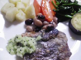 本日の晩ご飯のおかずの写真 神奈川の三崎産石鯛のソテー、サラダなど