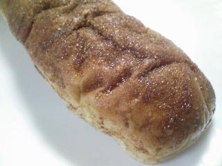 おやつ兼お昼 シナモンパン、シベリア