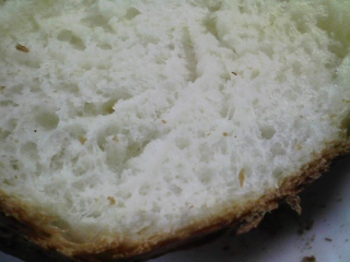 本日のお昼ご飯の写真 パン焼き器(ホームベーカリー)で自家製食パン(小麦は、北海道JA音更の強力粉)、肉野菜炒め