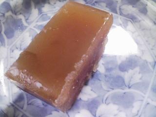 おやつ 富永貿易さんのアーマッドティー・アールグレイ(缶入り茶葉)、北海道帯広南製菓さんの黒豆ようかん