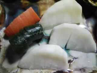 本日の晩ご飯のおかずの写真 神奈川の三崎産真アジの刺身、そのなめろう、北海道産真イワシの刺身など