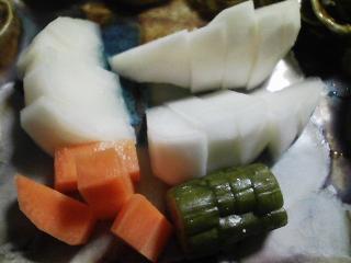 本日の晩ご飯のおかずの写真 神奈川の横須賀産真アジの自家酢漬け寿司、アジ出汁の味噌汁など