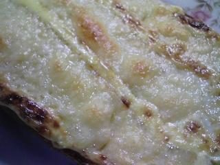 本日のお昼ご飯の写真 ピザパン、豚ロース肉の塩胡椒焼き