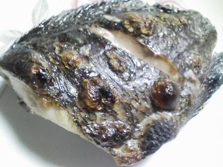 本日の晩ご飯のおかずの写真 神奈川の横須賀産メジナの塩焼き、北海道名寄産くり豆の煮豆など