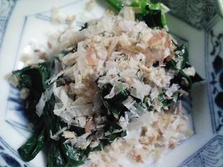 本日の朝ご飯のおかずの写真 青森産真イワシの塩焼き、煮干し出汁の味噌汁、くり豆の煮豆など