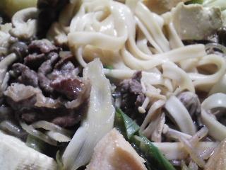 本日の晩ご飯のおかずの写真 黒毛和牛もも肉のすき焼き、香の物白菜など