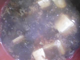 本日の朝ご飯の写真 昨晩のすき焼きの残りでおじや、煮干し出汁の味噌汁など