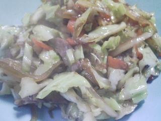 本日の晩ご飯のおかずの写真 サンドイッチ、野菜炒めなど