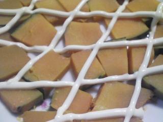 本日の朝ご飯のおかずの写真 千葉産真サバの味噌煮、煮干し出汁の味噌汁など