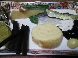 本日の朝ご飯のおかずの写真 鯛出汁の雑煮、愛知産真鯛の塩焼きなど