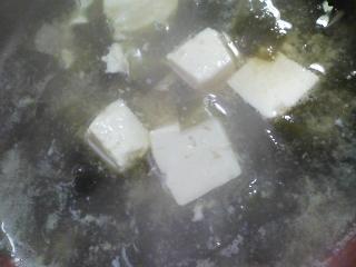 本日の朝ご飯の写真 餅つき機の餅のバター餅、煮干し出汁の味噌汁など