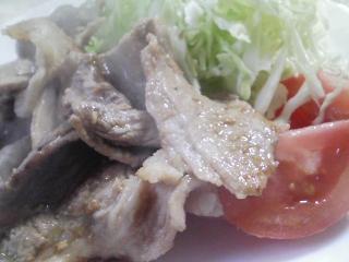 本日のお昼ご飯のおかずの写真 国産豚コマ肉のショウガ焼き、ジャガイモ(きたあかり)と牛乳のスープ