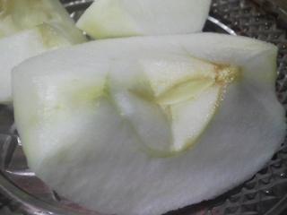 デザート 青森産リンゴ 紅玉を食べる