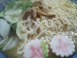本日のお昼ご飯の写真 北海道士別市日の出食品さんのサフォークラーメンみそ味