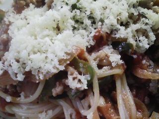 本日のお昼ご飯の写真 スパゲッティ、佐賀産芝エビの塩焼き