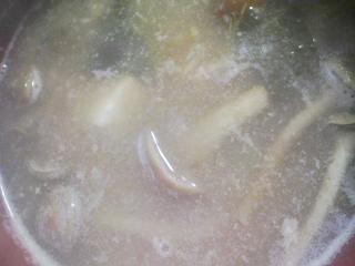 本日の朝ご飯のおかずの写真 神奈川の横須賀産サヨリの塩焼き、マルソウダの血合いと鰹節出汁の味噌汁など