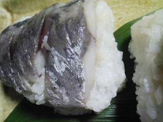本日の晩ご飯のおかずの写真 神奈川の三崎産青アジの酢漬け寿司、豚肉と海老と野菜のスープなど